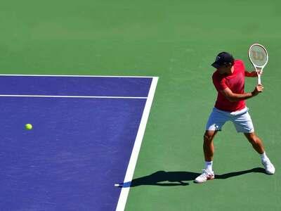 pelotas blancas de tenis