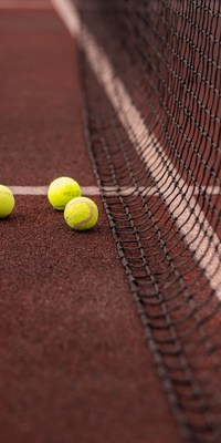 wilson tennis strings on clay tennis court